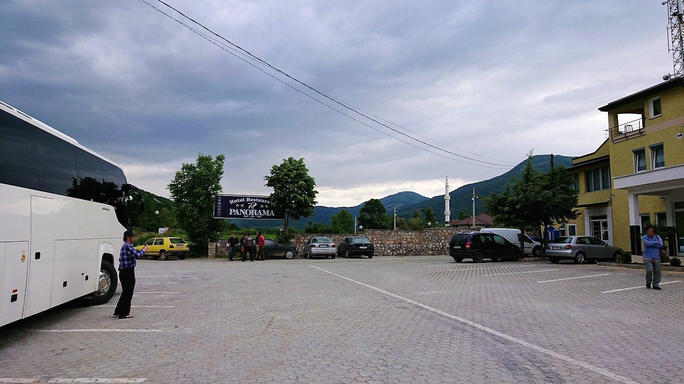 北マケドニアのスコピ内からオフリドへ向かう途中に休憩する8