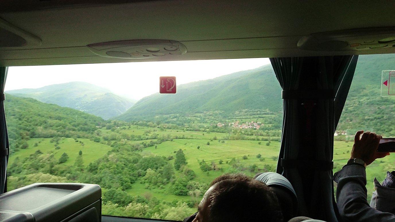 北マケドニアのスコピ内からオフリドへ向かう途中に休憩する10