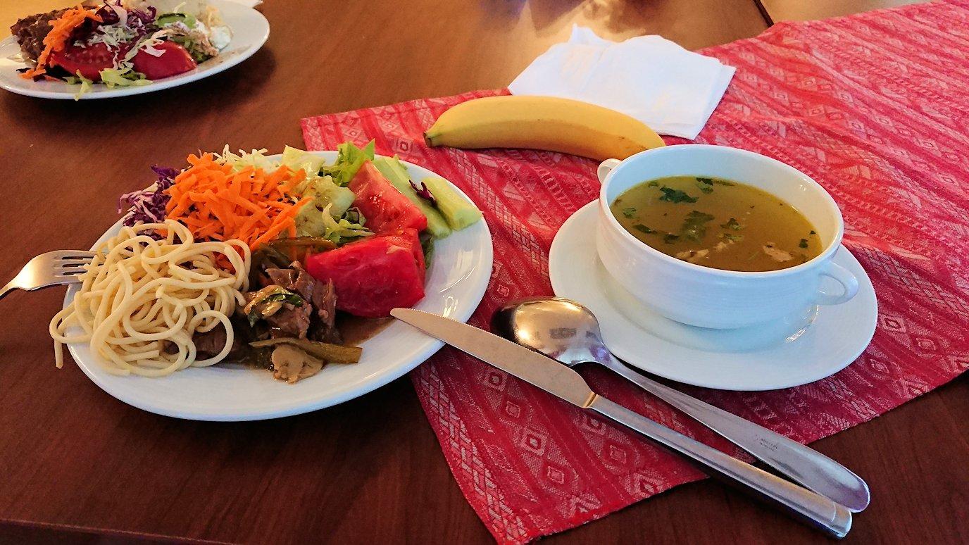 北マケドニアのオフリドにあるHotel Inex Gorica(ゴリツァ・イネックス)で晩飯を楽しんでその後晩酌を2