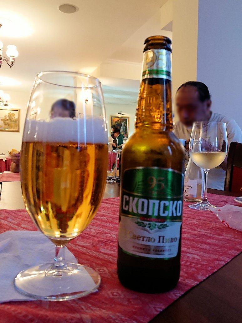 北マケドニアのオフリドにあるHotel Inex Gorica(ゴリツァ・イネックス)で晩飯を楽しんでその後晩酌を5