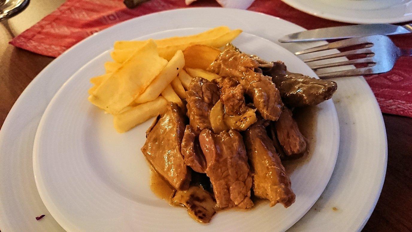 北マケドニアのオフリドにあるHotel Inex Gorica(ゴリツァ・イネックス)で晩飯を楽しんでその後晩酌を6