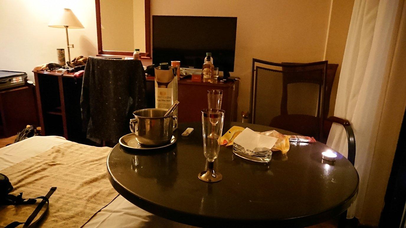 北マケドニアのオフリドにあるHotel Inex Gorica(ゴリツァ・イネックス)で晩飯を楽しんでその後晩酌を9