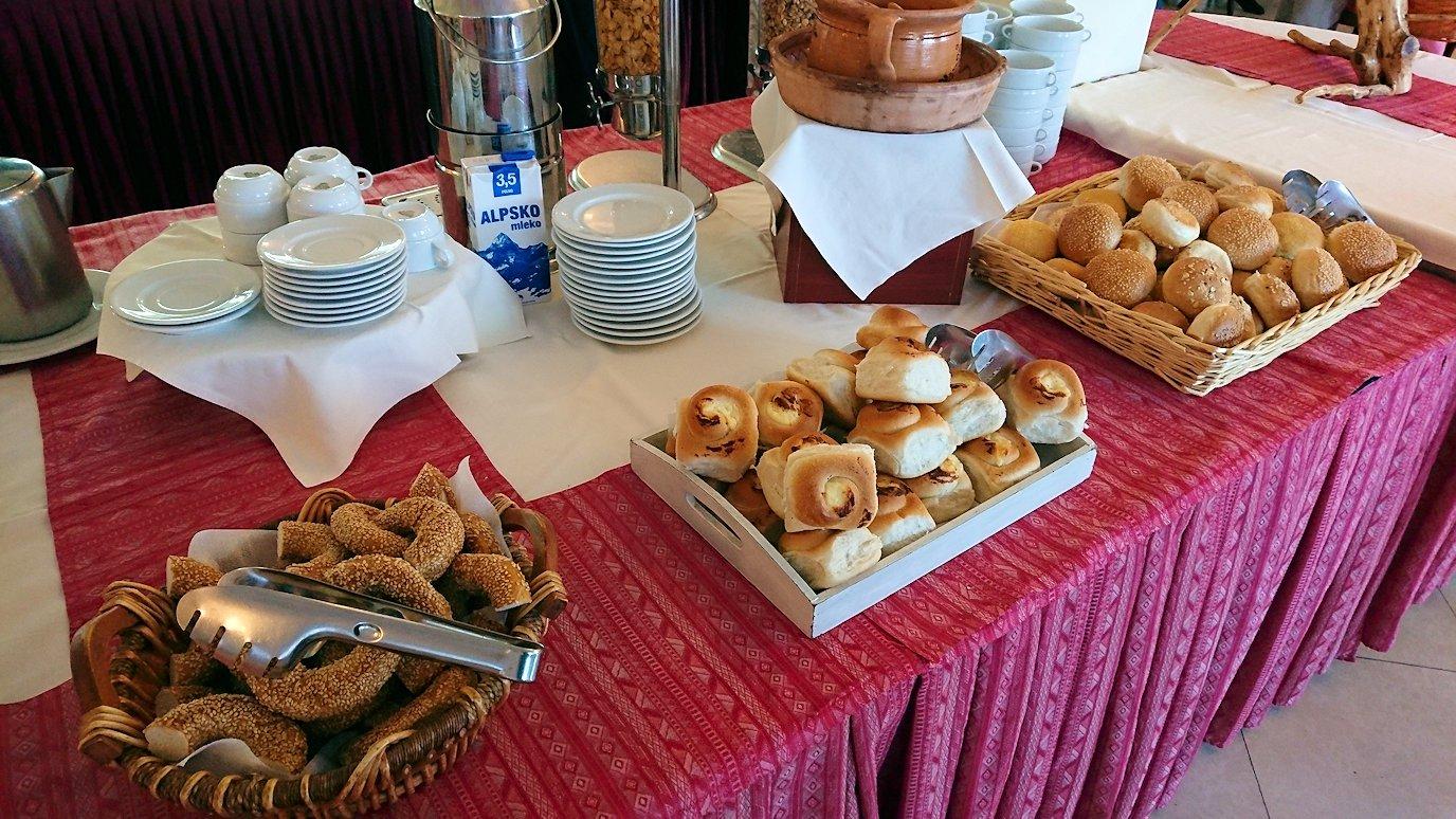 北マケドニアのオフリドにあるホテルで朝食を3