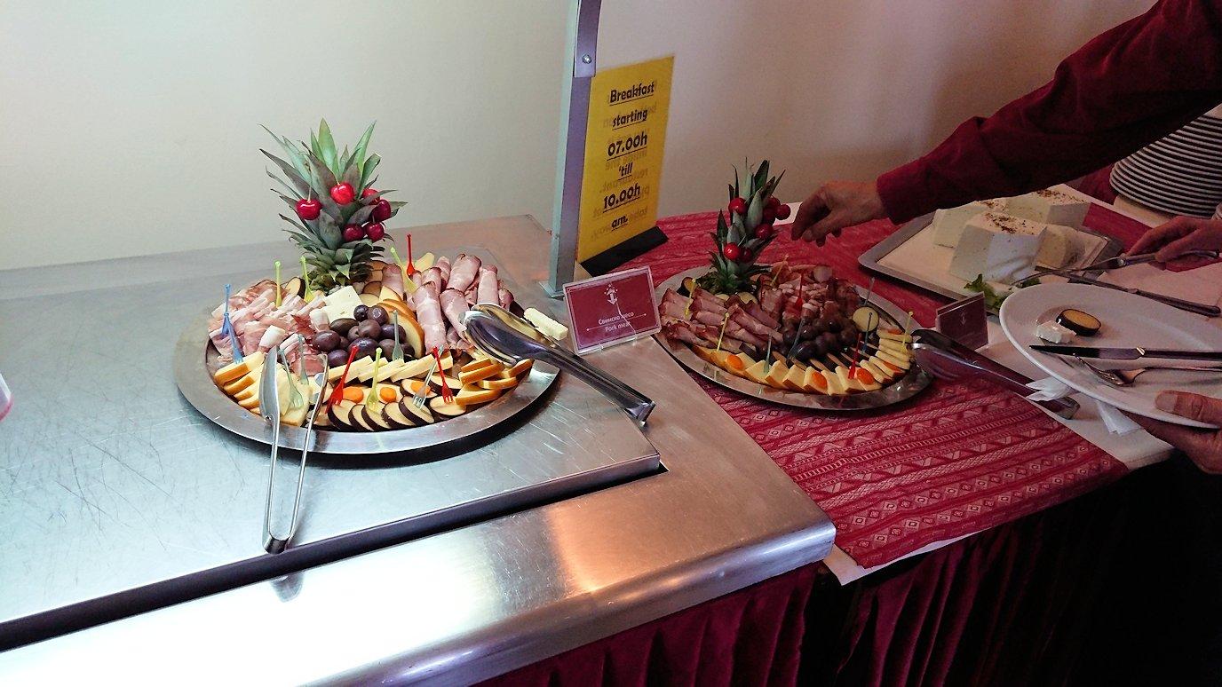 北マケドニアのオフリドにあるホテルで朝食を8