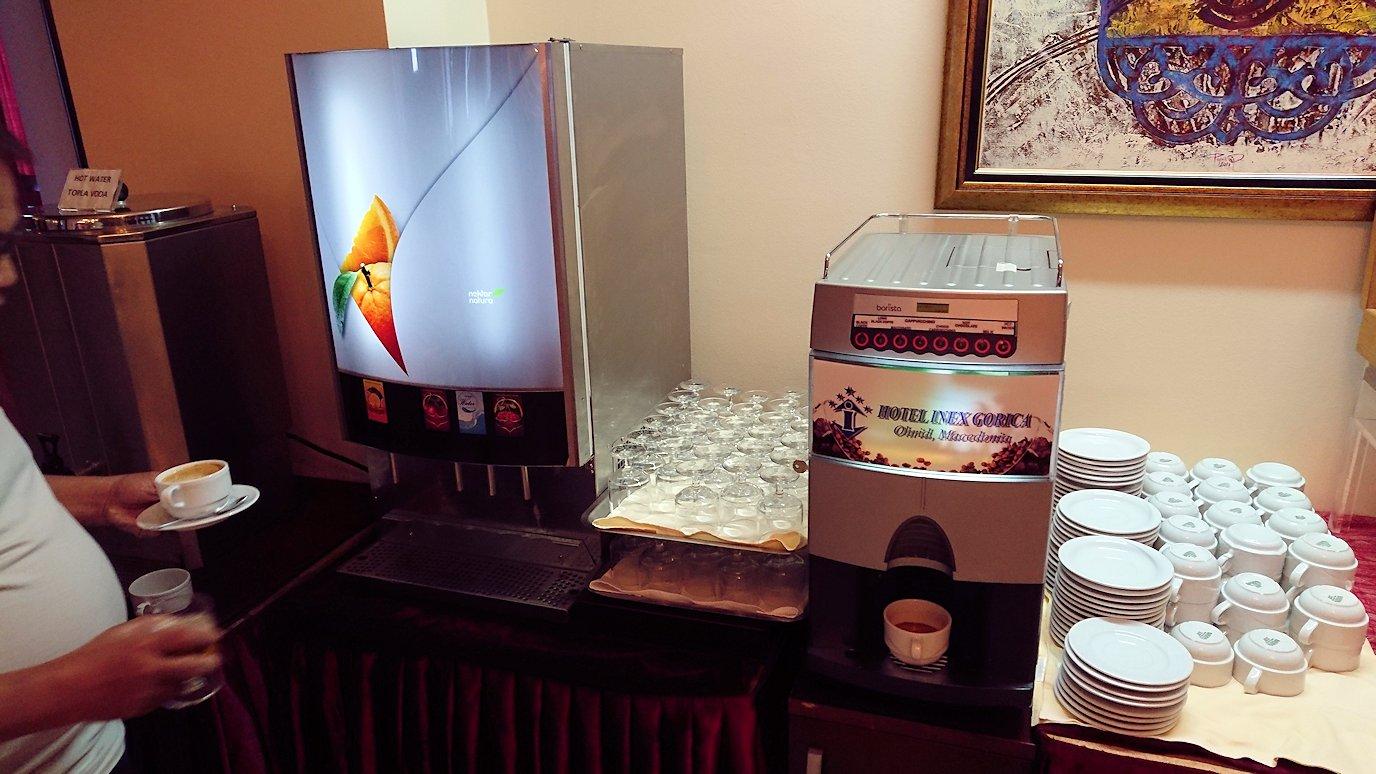 北マケドニアのオフリドにあるホテルで朝食を9