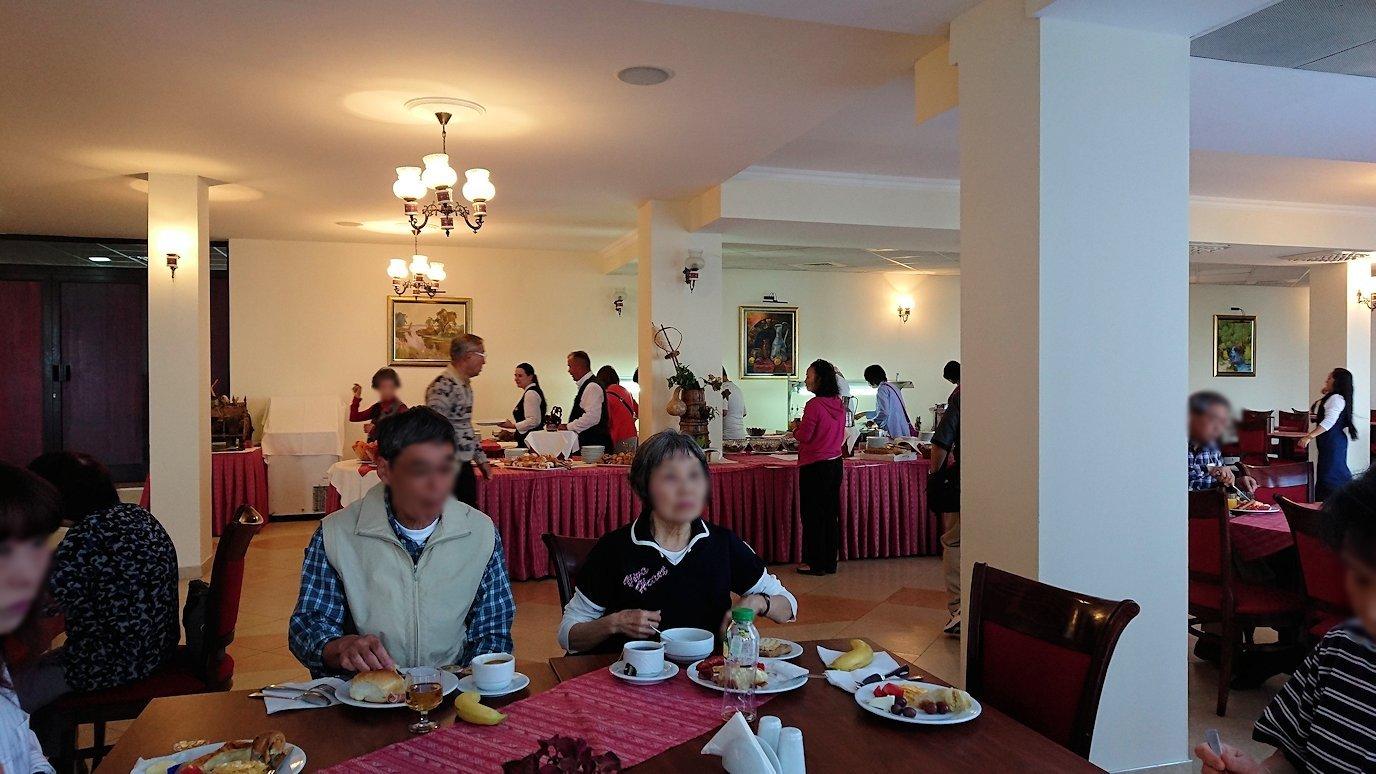 北マケドニアのオフリドのホテルで朝食を食べて出発8