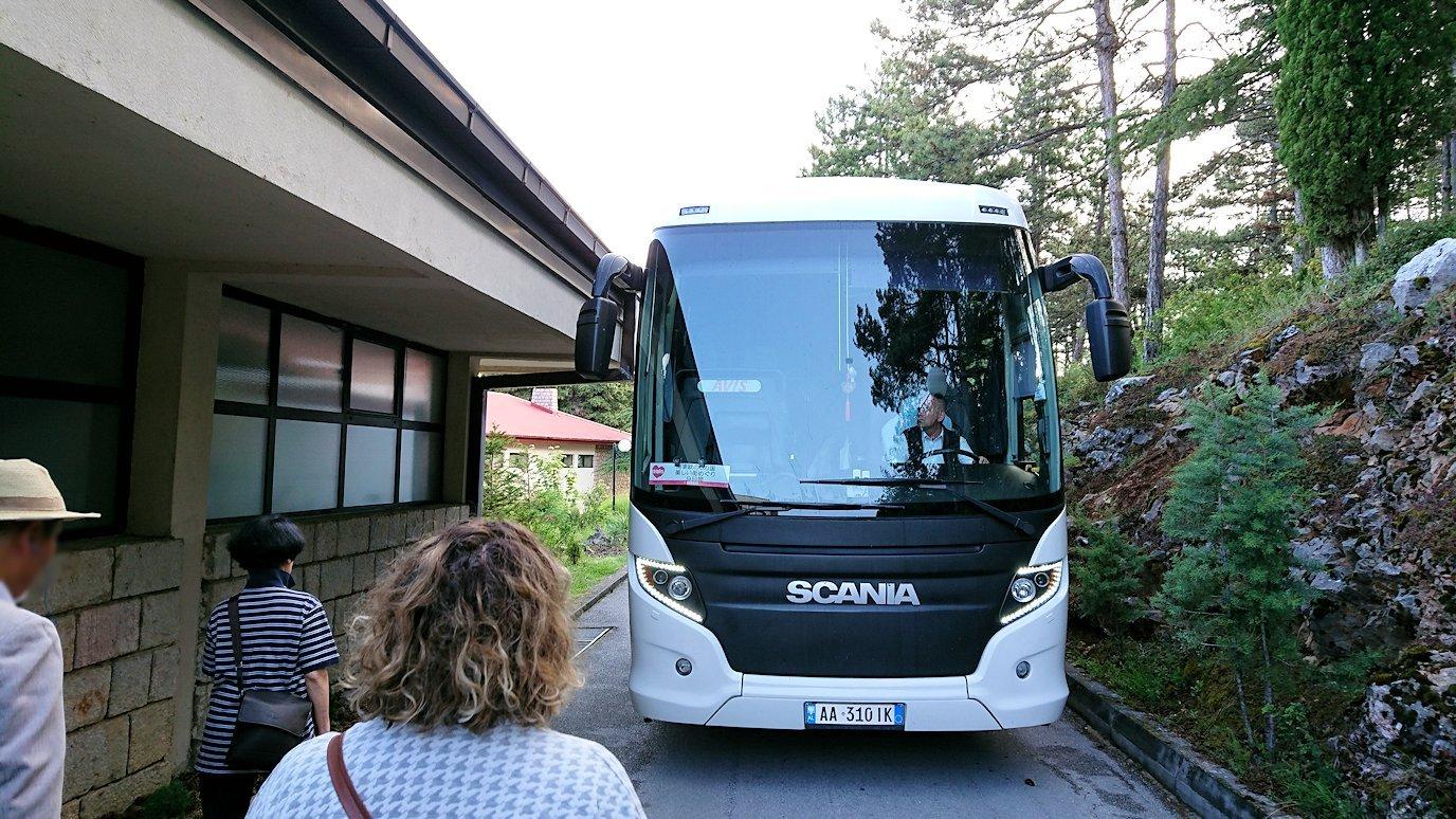 北マケドニアのオフリドのホテルからオフリド湖へ向かう