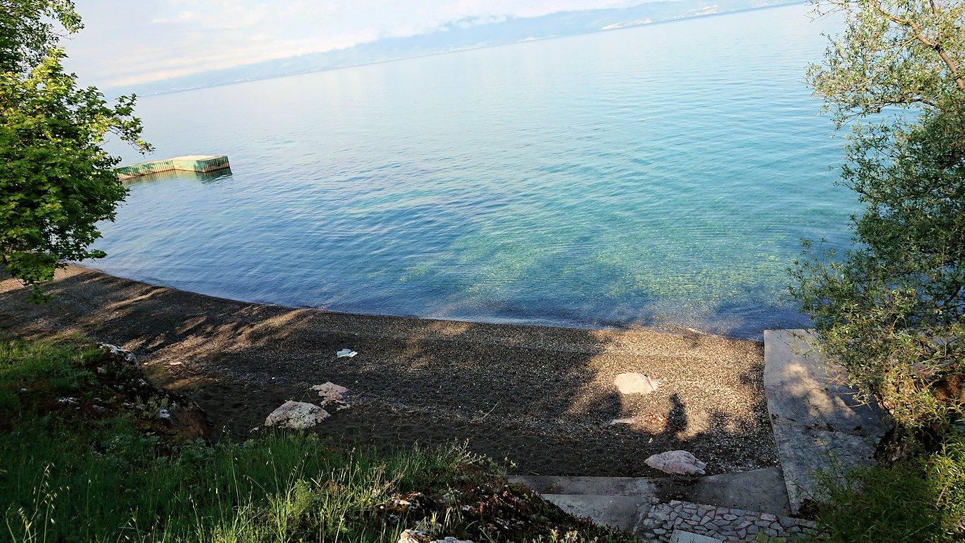 北マケドニアのオフリドのホテルからオフリド湖へ向かう3