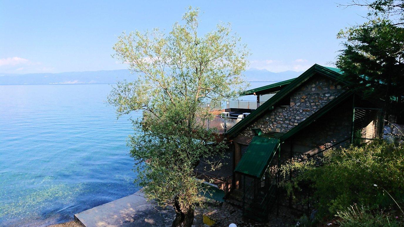 北マケドニアのオフリドのホテルからオフリド湖へ向かう4