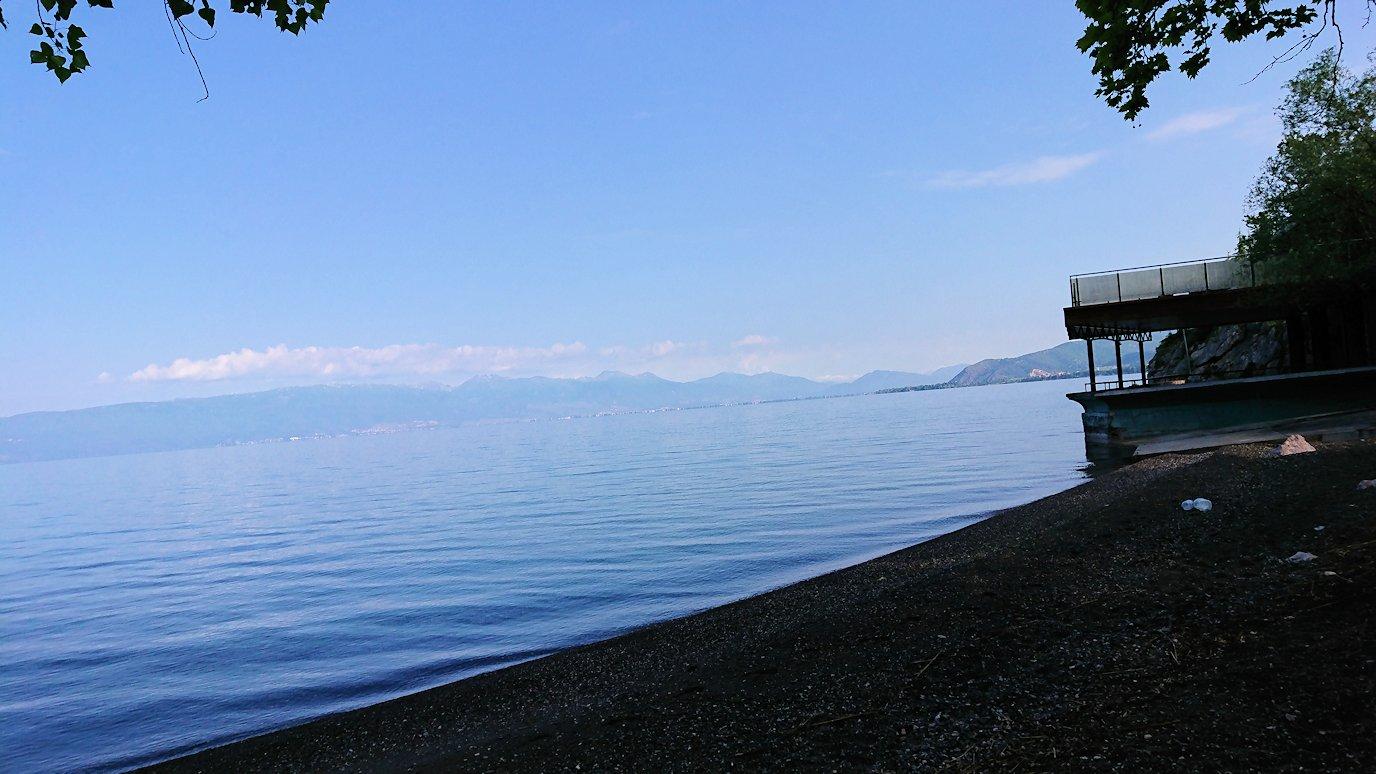 北マケドニアのオフリドのホテルからオフリド湖へ向かう5