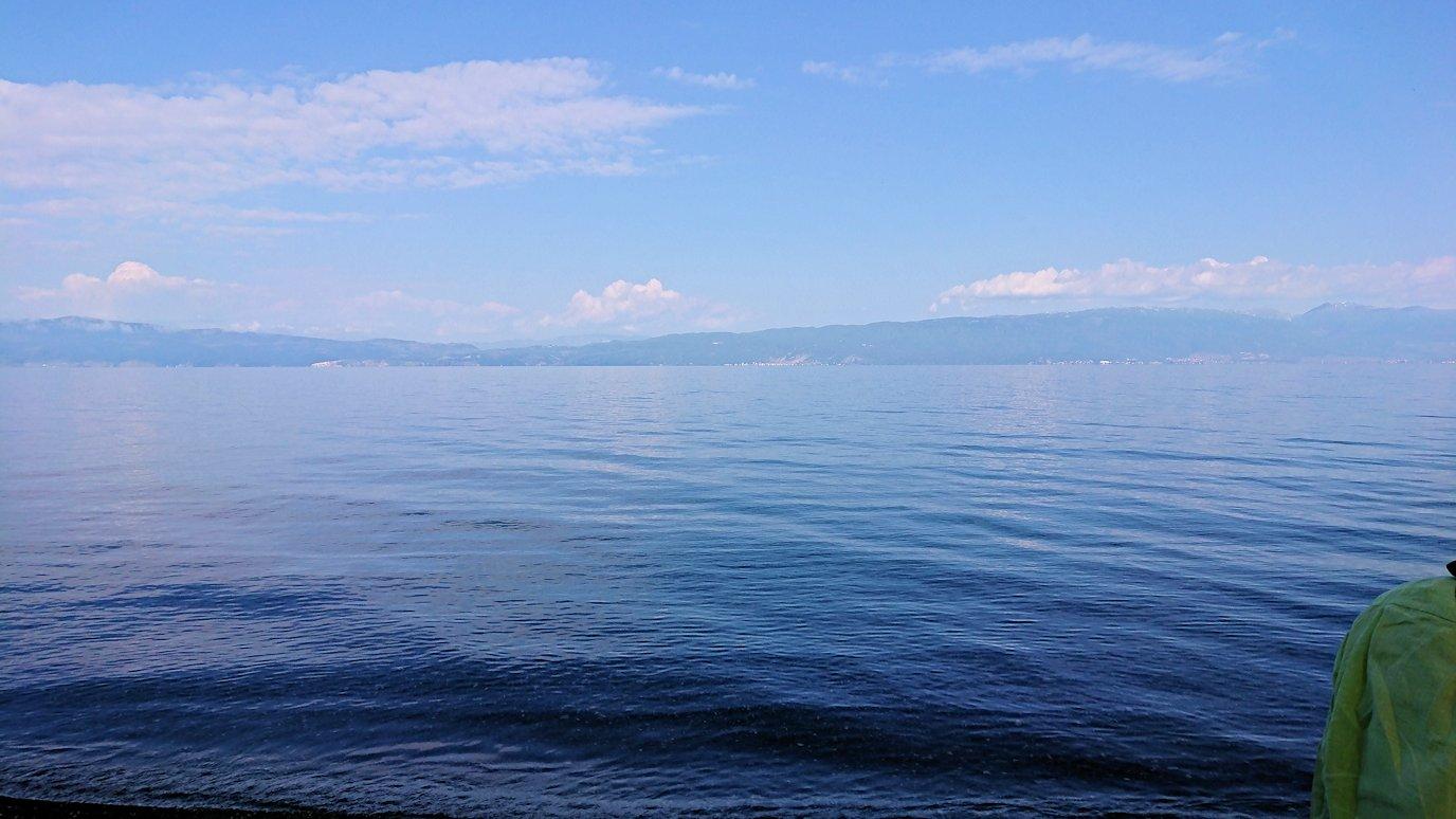 北マケドニアのオフリドのホテルからオフリド湖へ向かう6