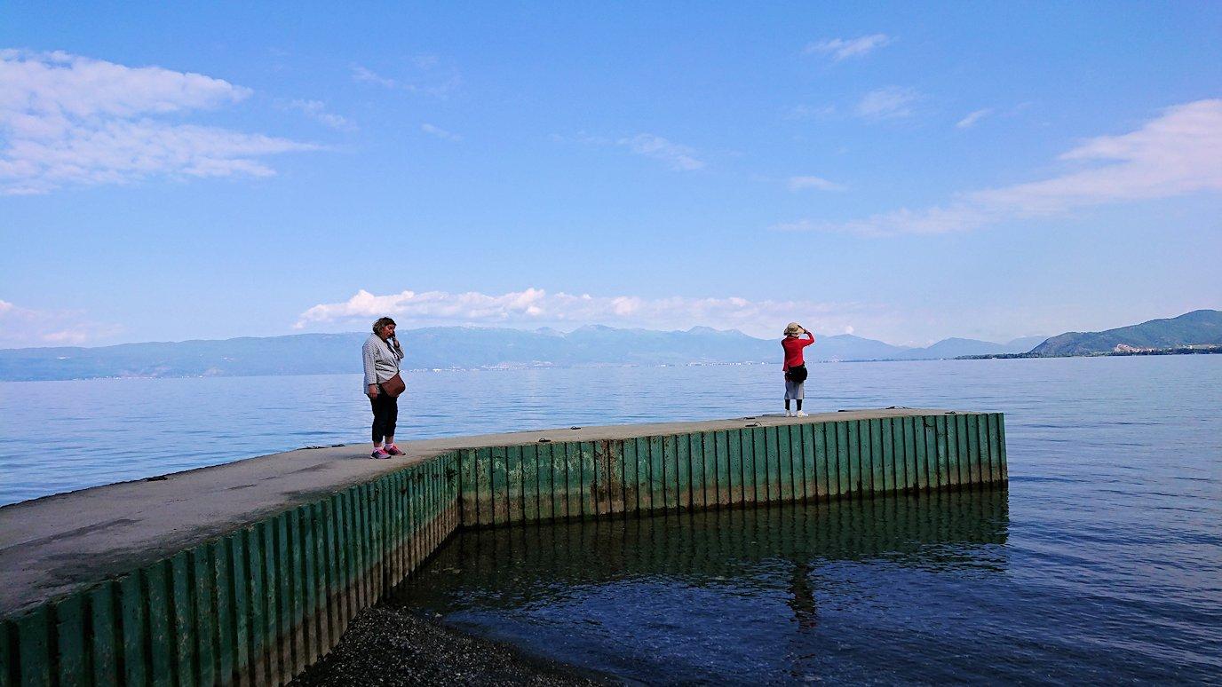 北マケドニアのオフリドのホテルからオフリド湖へ向かう8