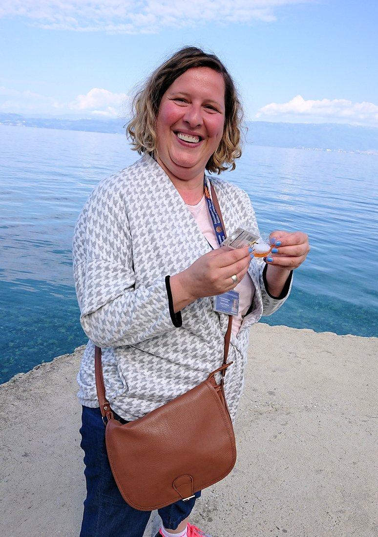 北マケドニアのオフリドのホテルからオフリド湖へ向かう9