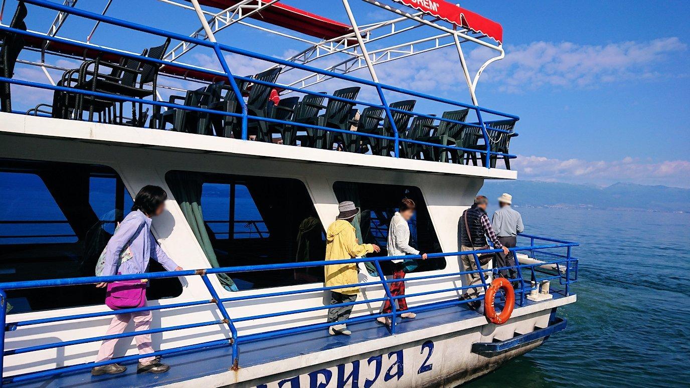 北マケドニアのオフリド湖で船に乗る5