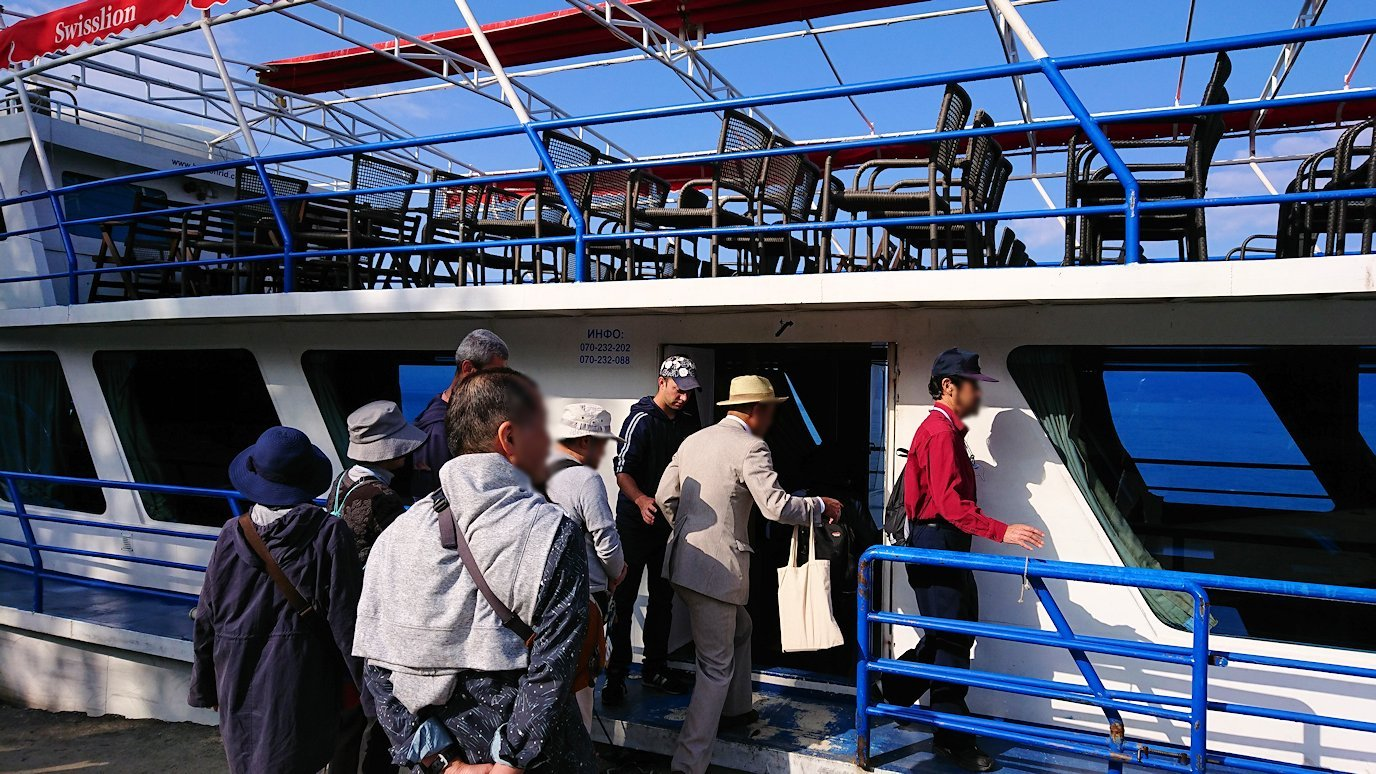 北マケドニアのオフリド湖で船に乗る6
