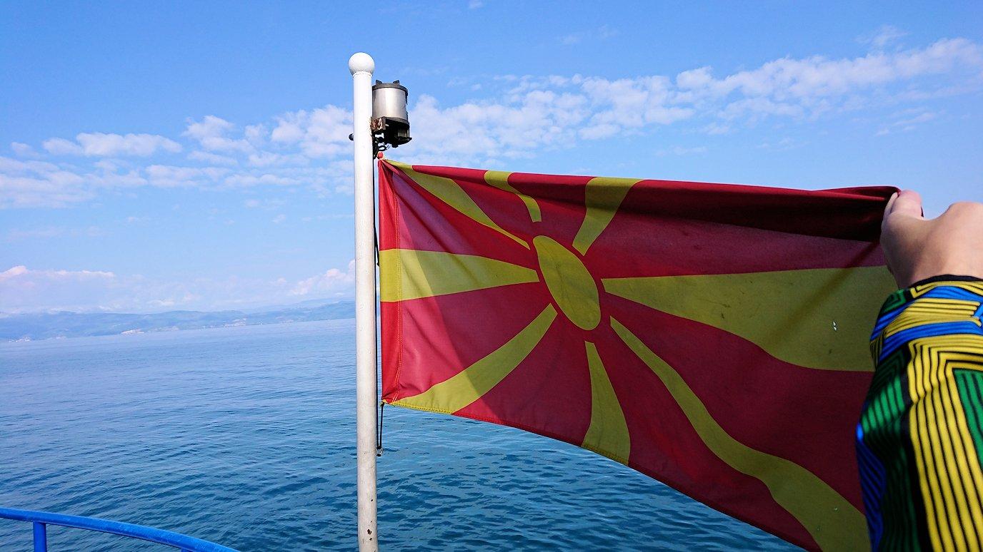 北マケドニアのオフリド湖で船に乗る9