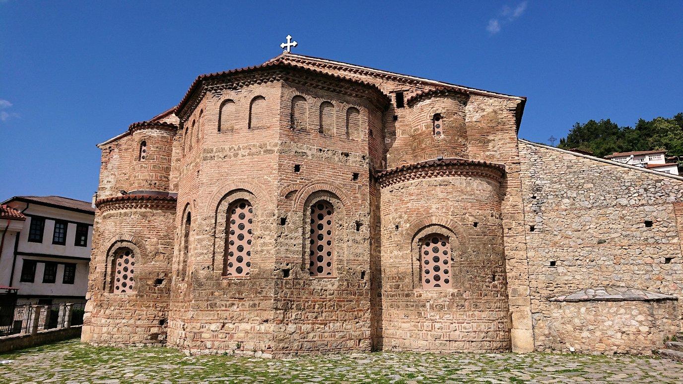 北マケドニアのオフリド湖遊覧終了しオフリドの街を歩いて聖ソフィア教会に到着1