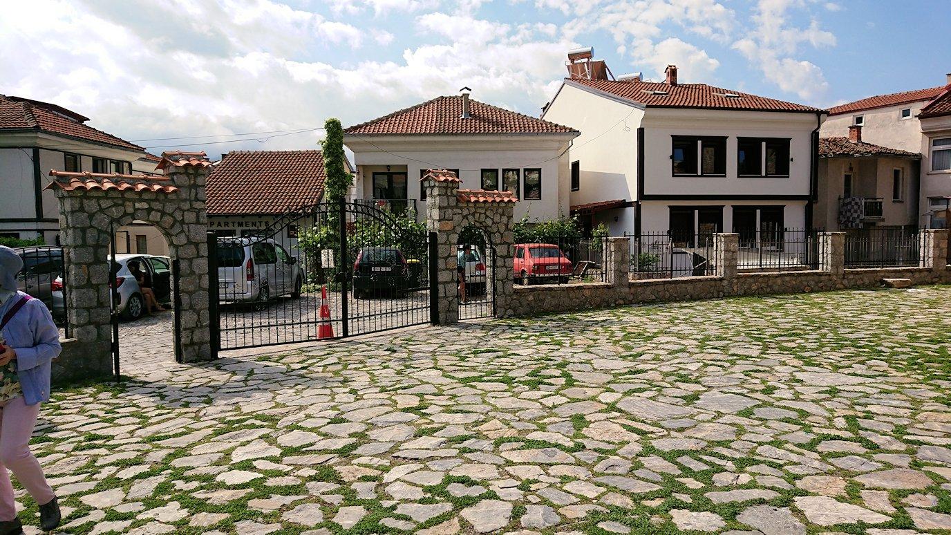 北マケドニアのオフリド湖遊覧終了しオフリドの街を歩いて聖ソフィア教会に到着7