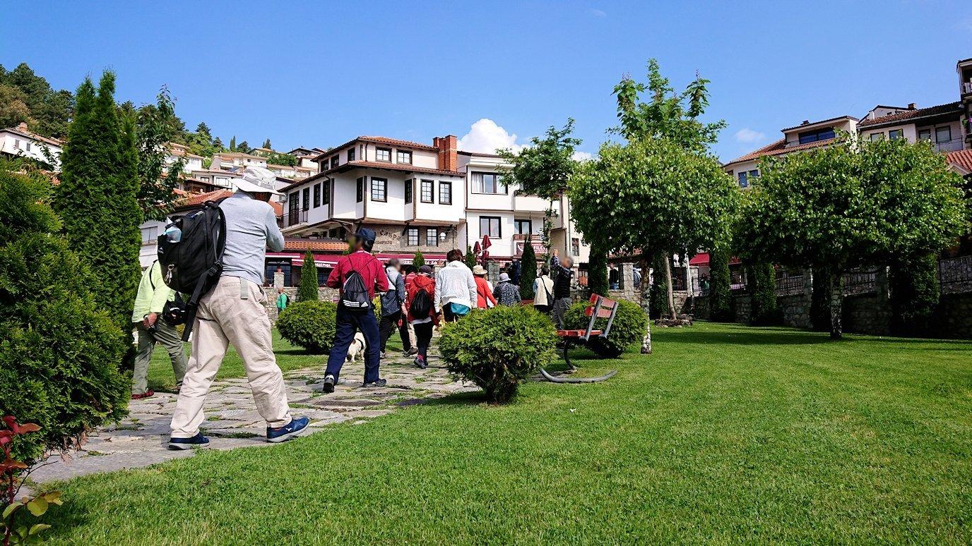 北マケドニアのオフリド湖遊覧終了しオフリドの街を歩いて聖ソフィア教会の敷地内を散策
