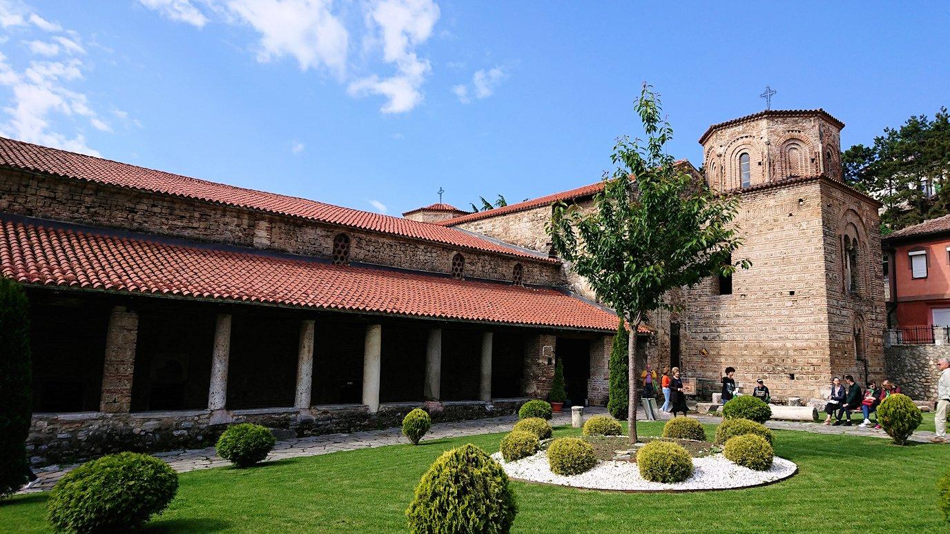 北マケドニアのオフリド湖遊覧終了しオフリドの街を歩いて聖ソフィア教会の敷地内を散策1