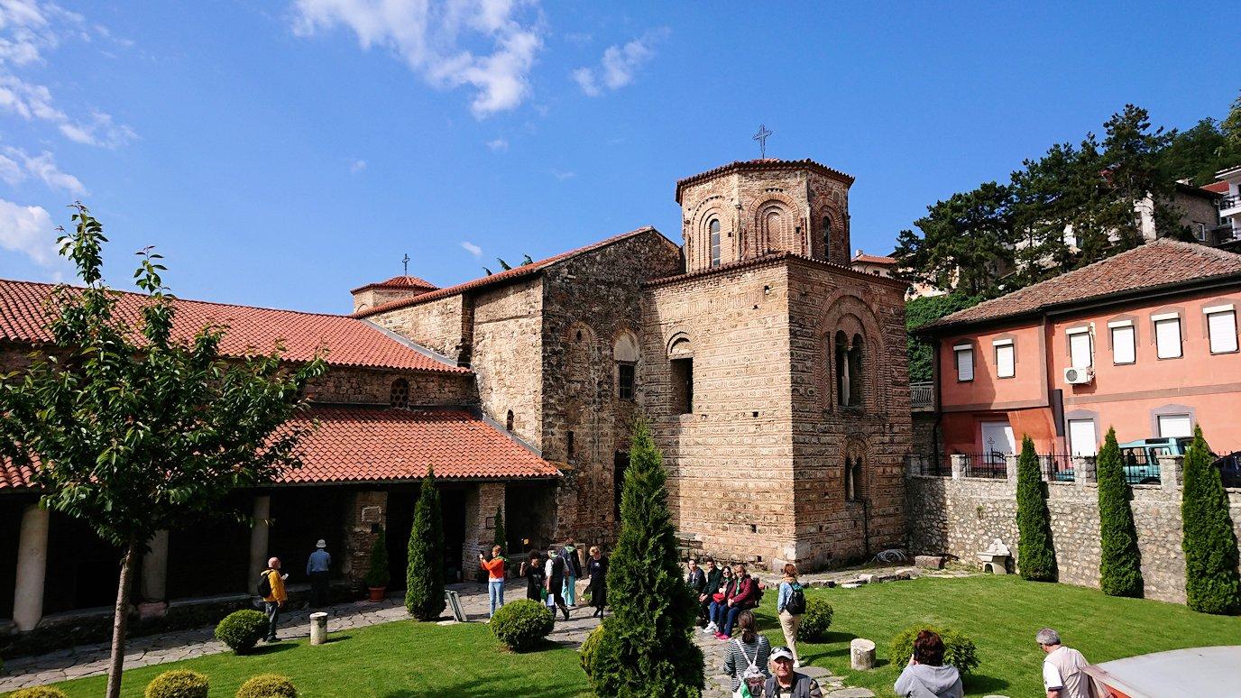 北マケドニアのオフリド湖遊覧終了しオフリドの街を歩いて聖ソフィア教会の敷地内を散策2