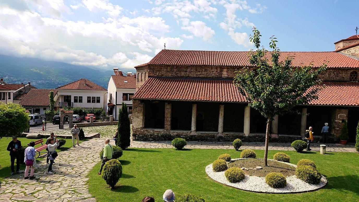 北マケドニアのオフリド湖遊覧終了しオフリドの街を歩いて聖ソフィア教会の敷地内を散策3