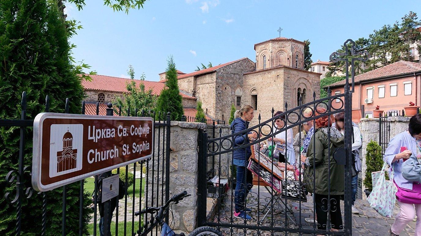 北マケドニアのオフリド湖遊覧終了しオフリドの街を歩いて聖ソフィア教会の敷地内を散策9