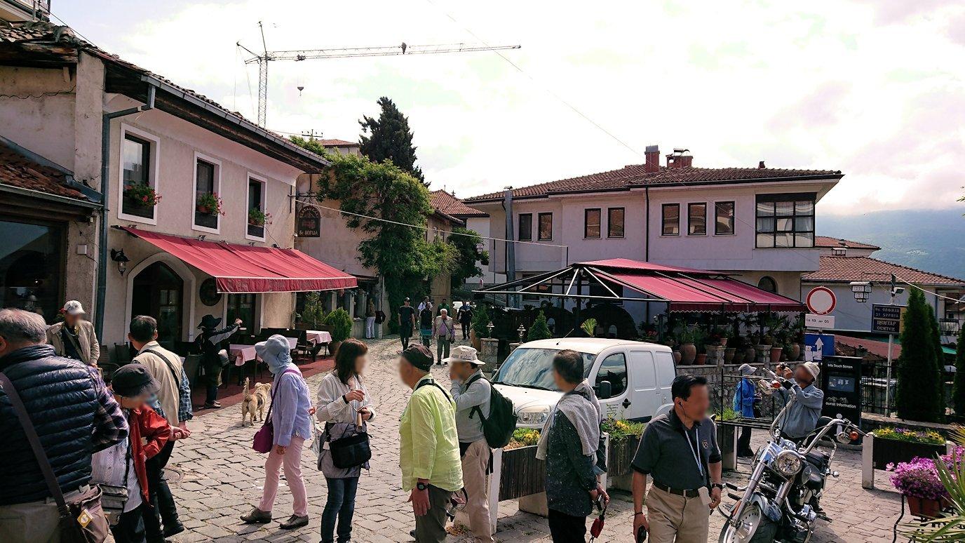 北マケドニアのオフリド湖遊覧終了しオフリドの街を歩いて聖ソフィア教会近くを歩いていく4