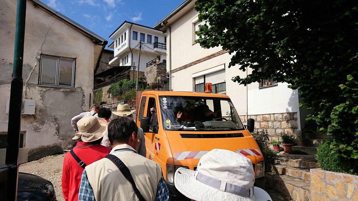 北マケドニアのオフリド湖遊覧終了しオフリドの街を歩いて聖ソフィア教会近くを歩いていく5