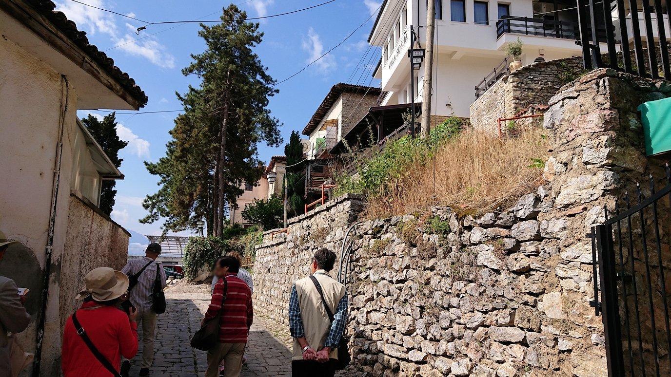 北マケドニアのオフリド湖遊覧終了しオフリドの街を歩いて聖ソフィア教会近くを歩いていく8
