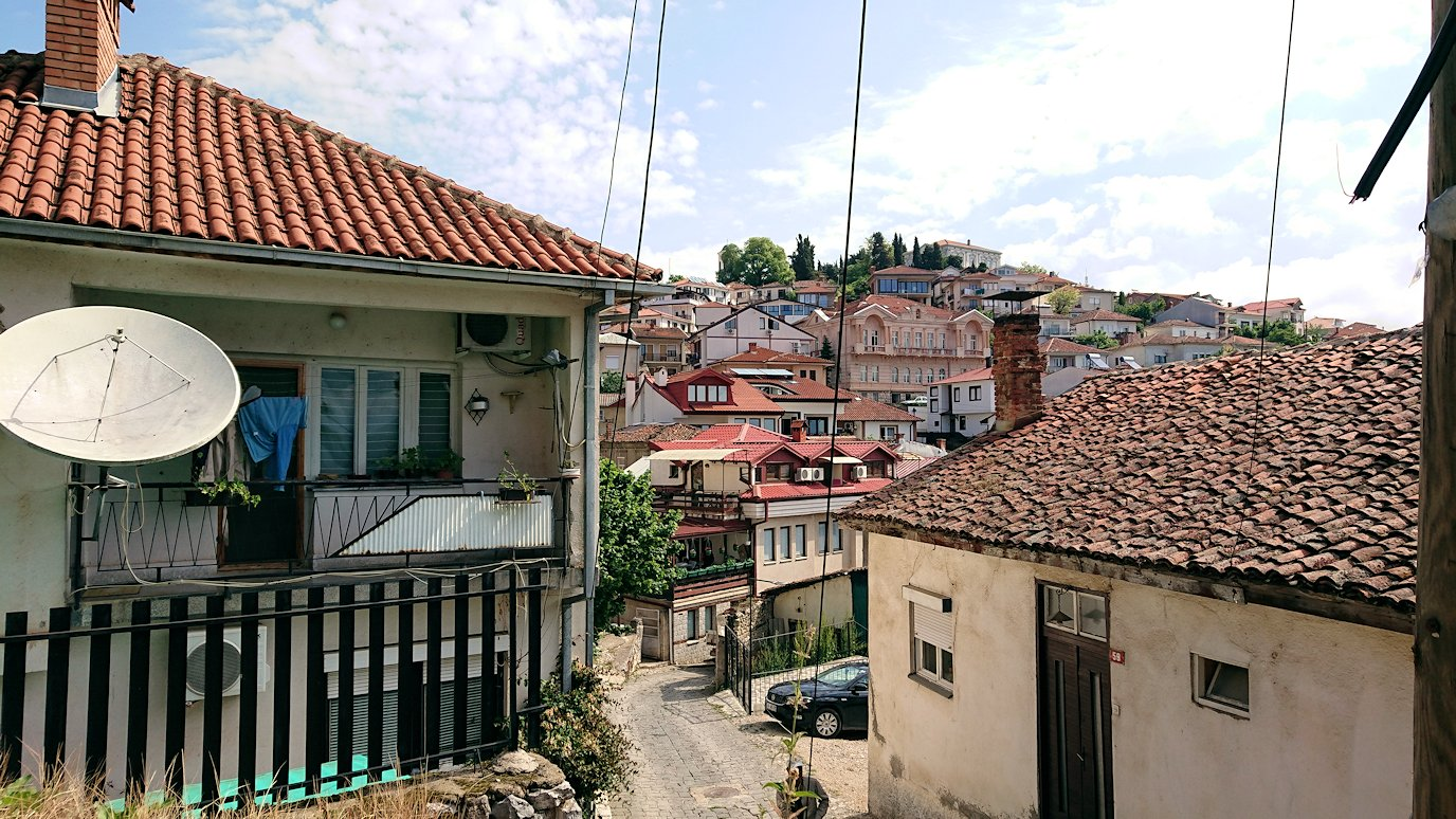 北マケドニアのオフリド旧市街地を歩いて進みます1