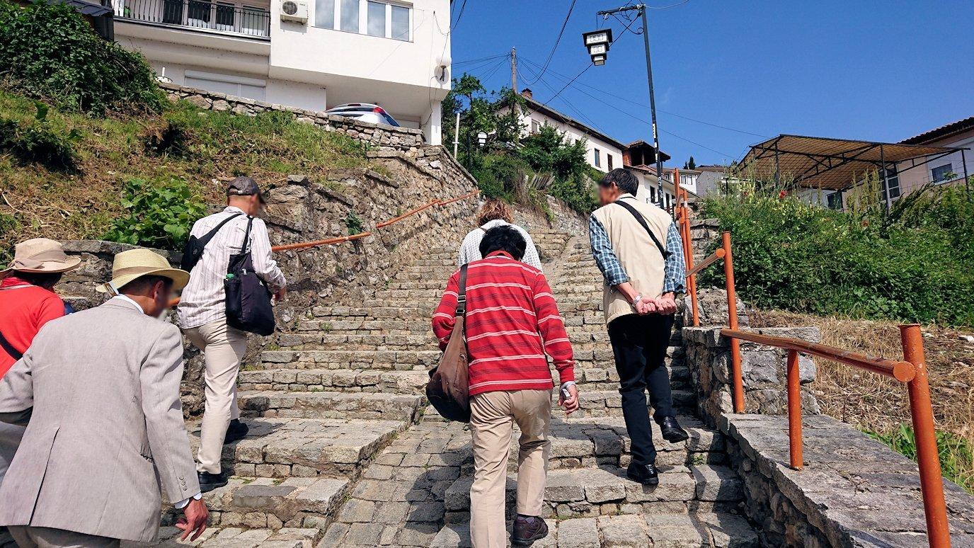北マケドニアのオフリド旧市街地を歩いて進みます3