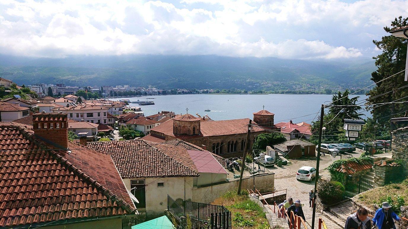 北マケドニアのオフリド旧市街地を歩いて進みます4