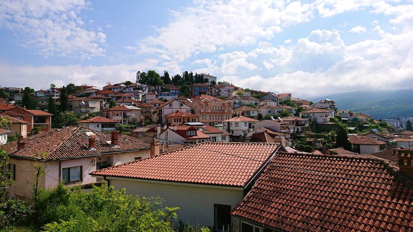 北マケドニアのオフリド旧市街地を歩いて進みます5