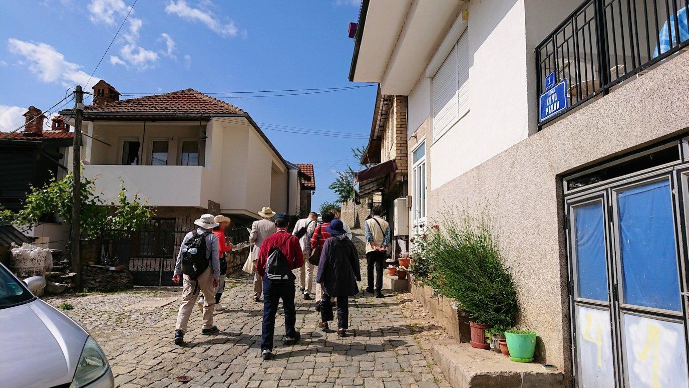 北マケドニアのオフリド旧市街地を歩いて進みます6