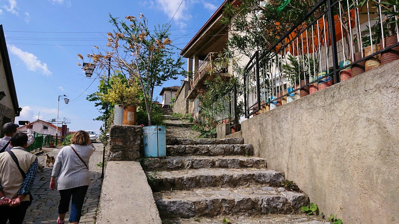 北マケドニアのオフリド旧市街地を歩いて進みます8