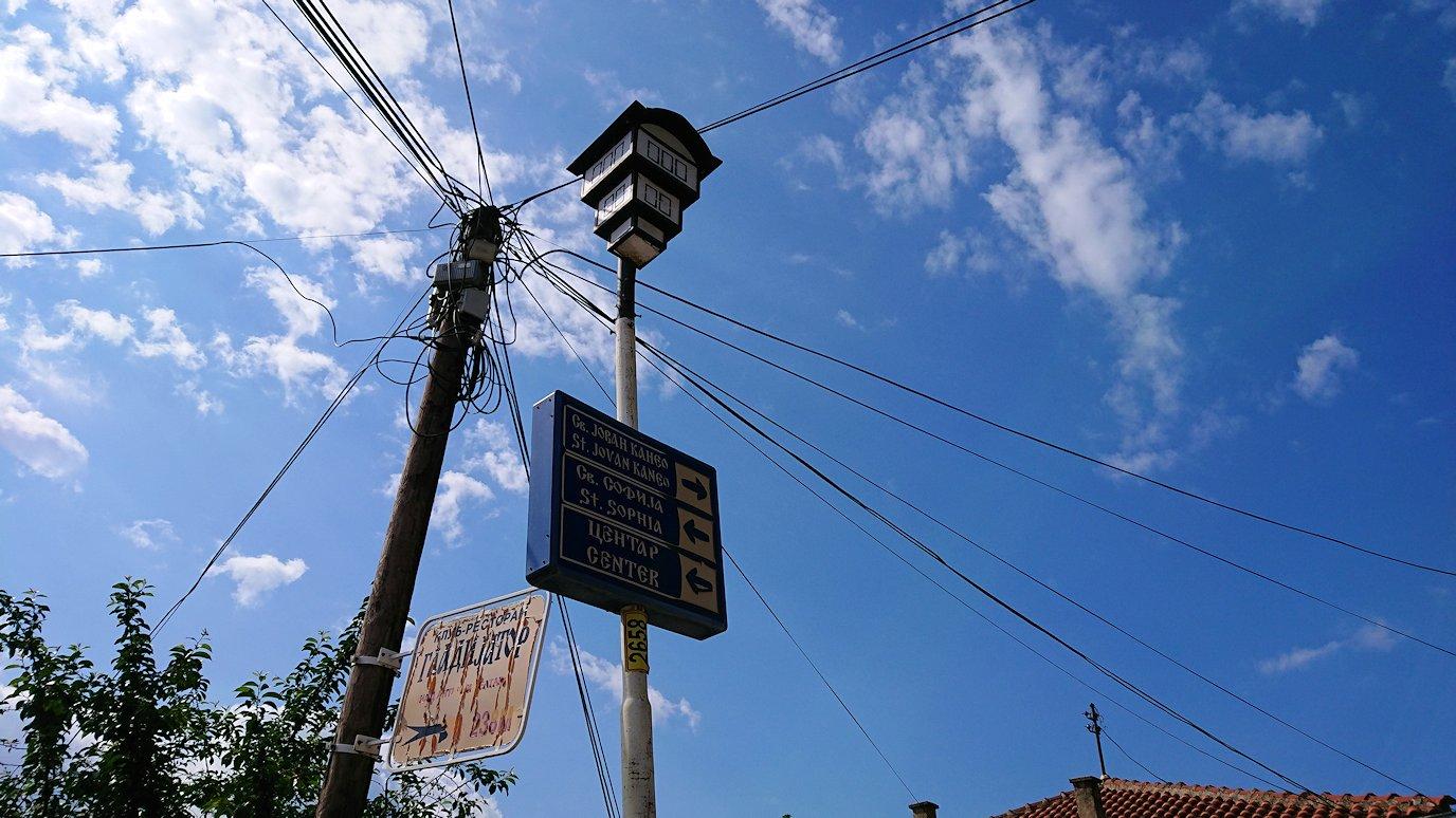 北マケドニアのオフリド旧市街地を横目に見ながら進む5