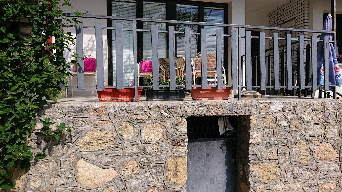 北マケドニアのオフリド旧市街地を横目に見ながら進む7