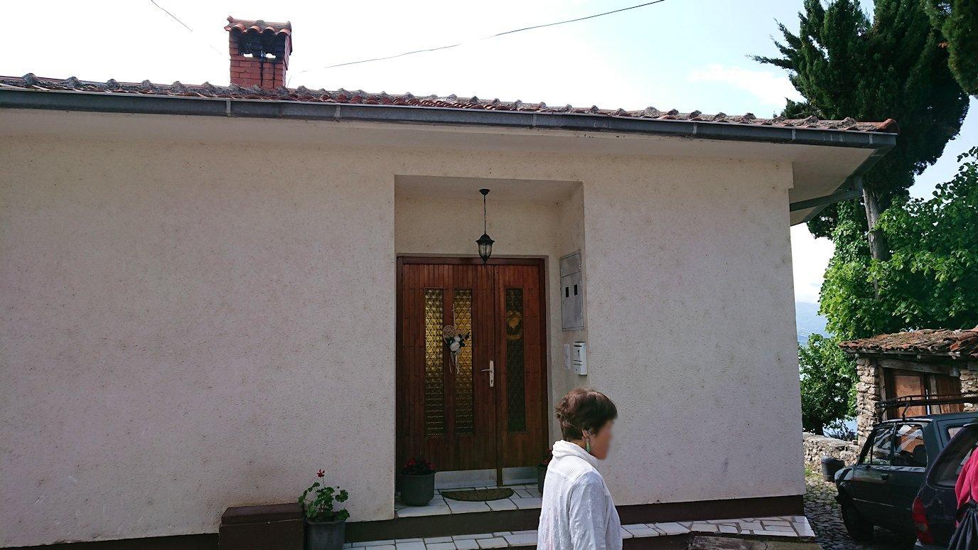 北マケドニアのオフリド旧市街地を横目に見ながら進む8