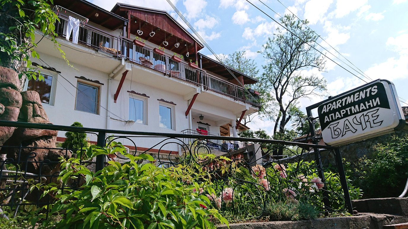 北マケドニアのオフリド旧市街地を前に進んで行きます3