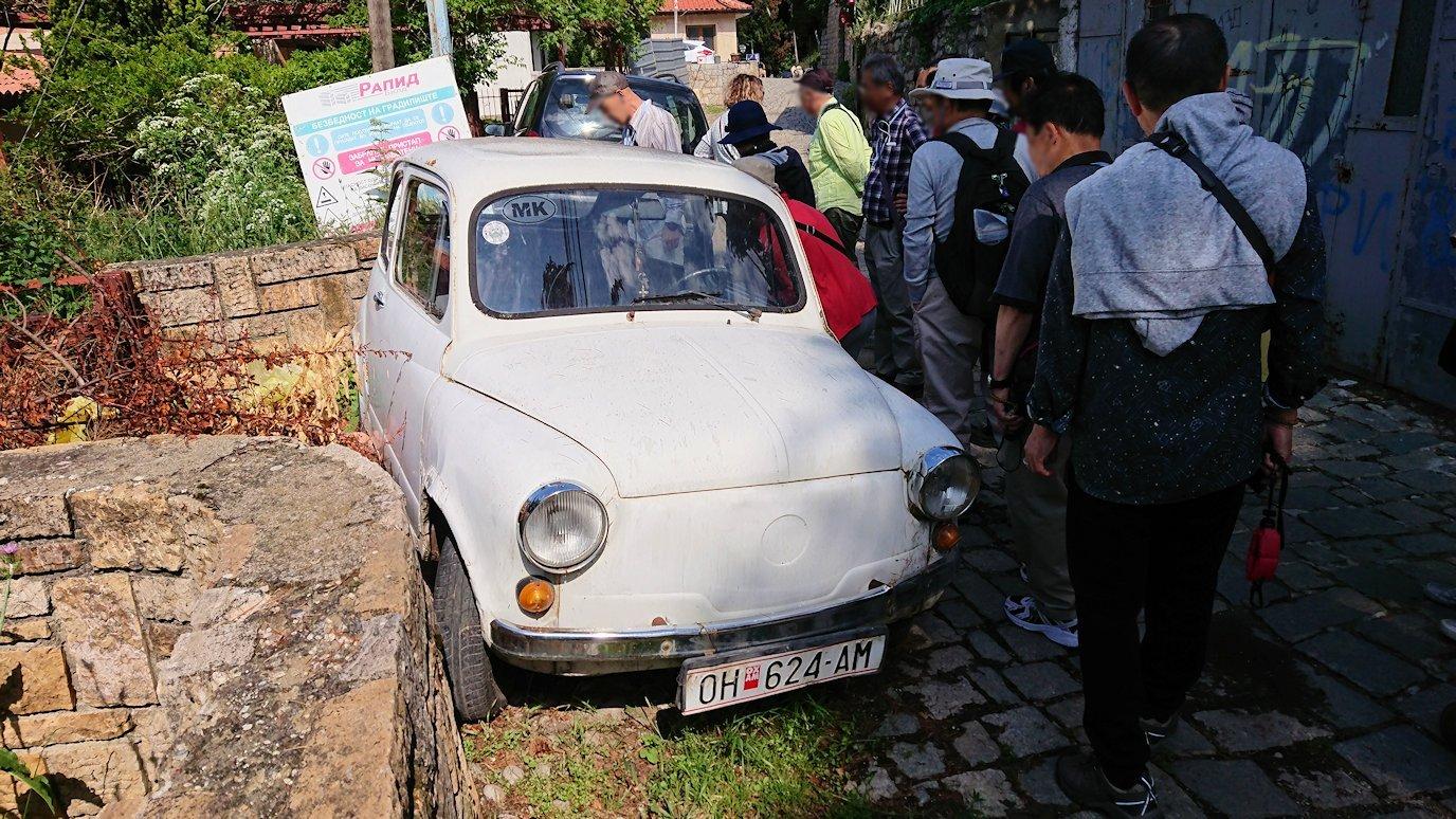 北マケドニアのオフリド旧市街地を前に進んで行きます6