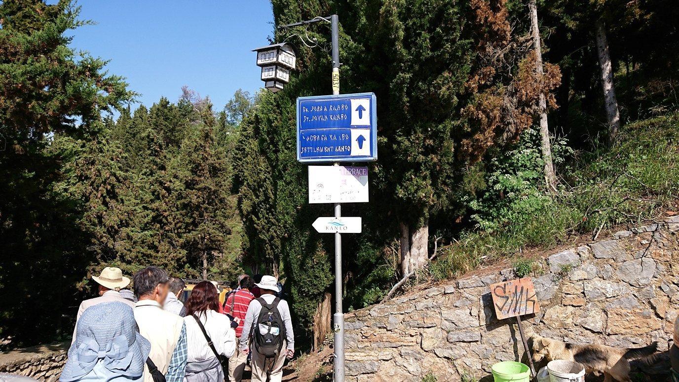 北マケドニアのオフリド旧市街地を前に進んで行きます8