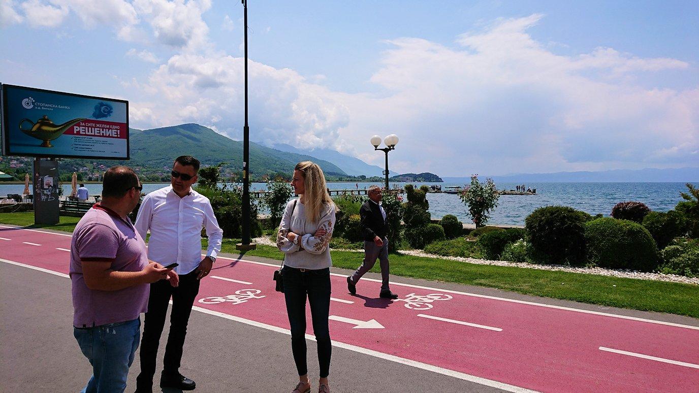 北マケドニアのオフリドでバスの場所まで歩く6