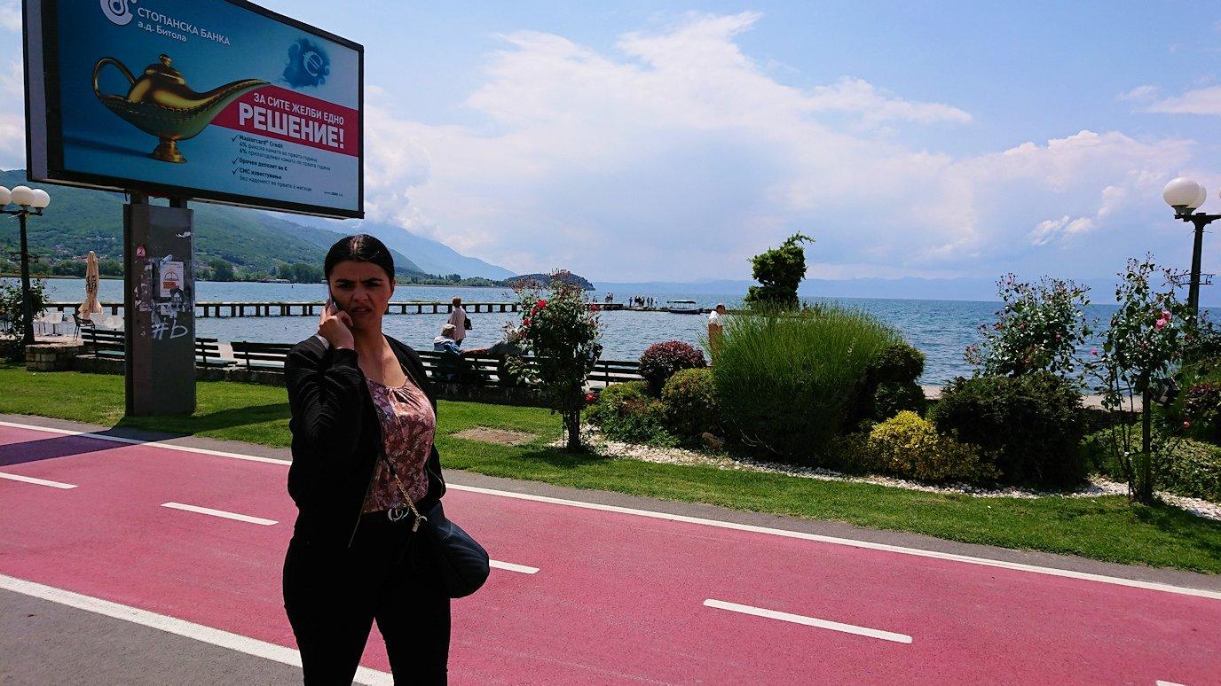 北マケドニアのオフリドでバスの場所まで歩く7