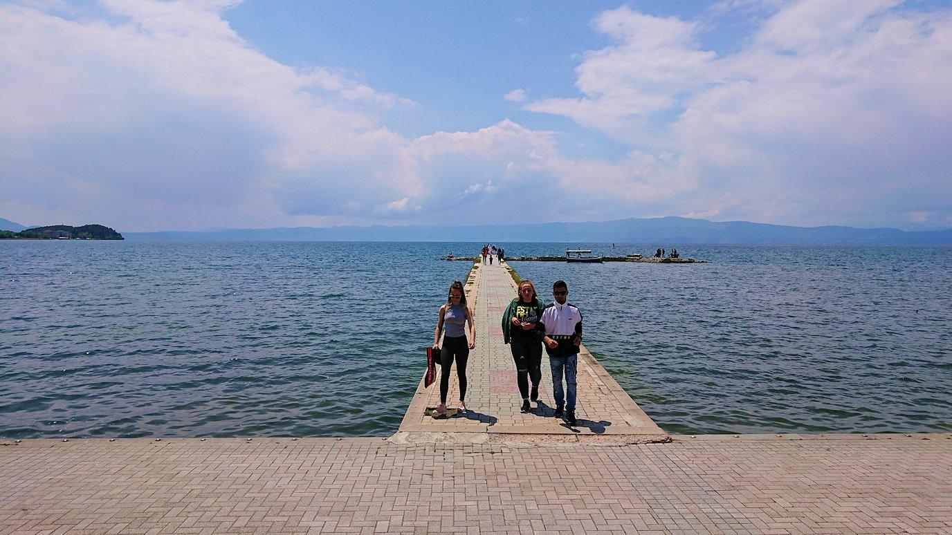 北マケドニアのオフリドでバスに乗る