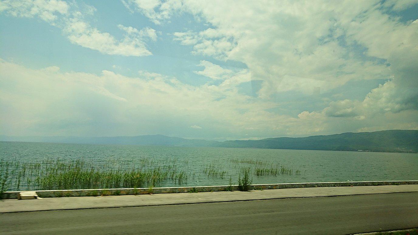 北マケドニアのオフリドでバスに乗る7