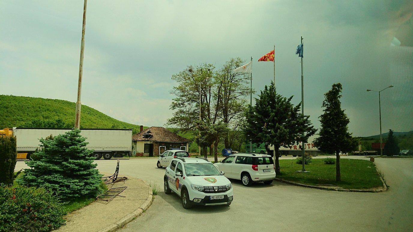 北マケドニアの国境を越えてアルバニアに入る