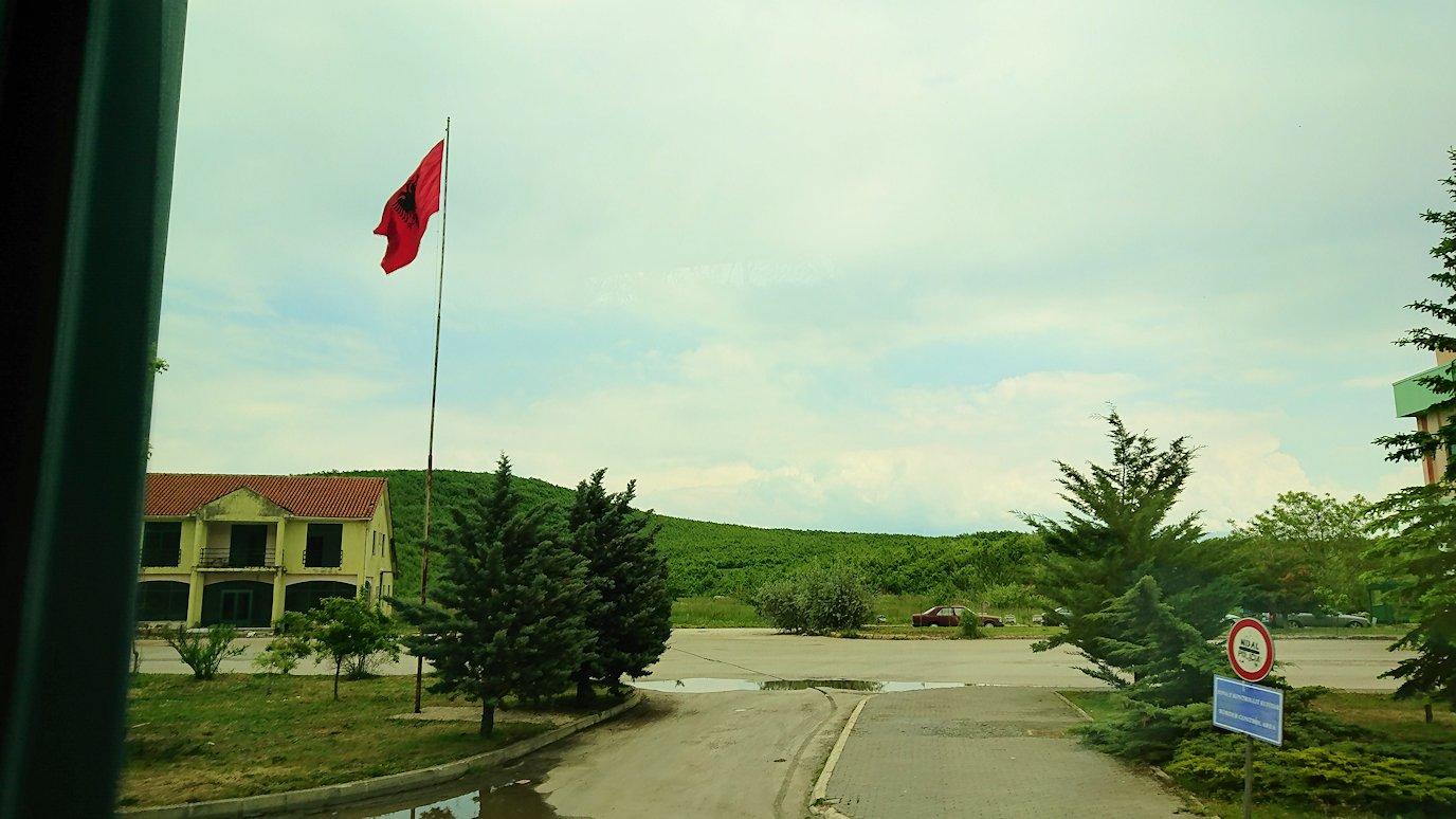 北マケドニアの国境を越えてアルバニアに入る1