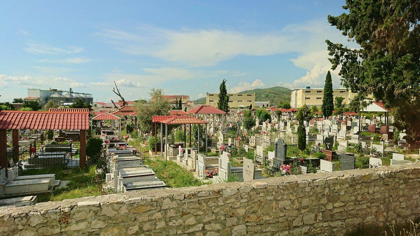 アルバニアをバスで移動し、ベラットの街を目指す8