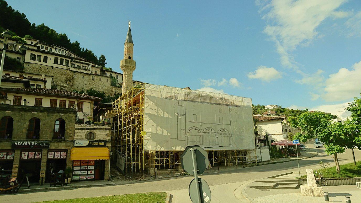 アルバニアで世界遺産のベラトの街に到着7